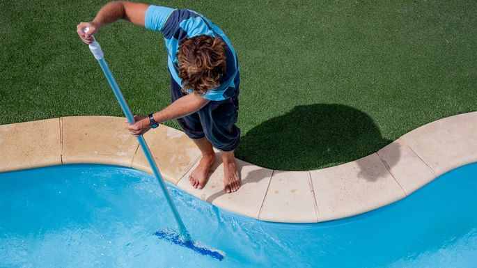 6 Things You Need to Build a Pool Cleaning Business